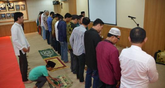 Kegiatan Shalat Tarawih Bersama Di SMF Ilmu Kesehatan T.H.T.K.L Unair Pada Bulan Ramadhan 1438 H